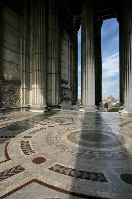 Άποψη από το εσωτερικό του μνημείου για να Vittorio Emanuele στη Ρώμη φωτογραφία