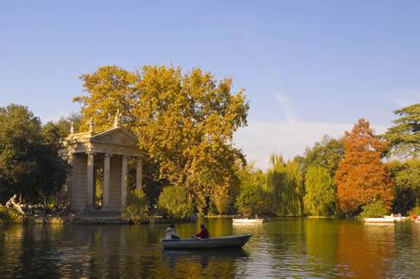 Σκάφη και ένα κλασικό ναό της Villa Borghese στη Ρώμη φωτογραφία