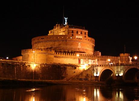 Κάστρο του Αγίου Angelo στη Ρώμη από τη νύχτα φωτογραφία