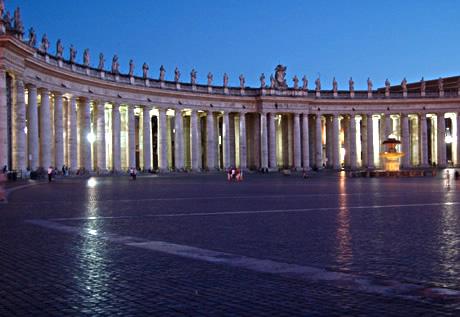 Colonade στην πλατεία του Αγίου Πέτρου στο Βατικανό φωτογραφία