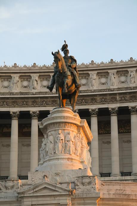 Έφιππο άγαλμα στο Il Vittoriano στη Ρώμη φωτογραφία